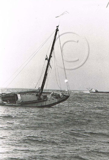 Yacht Mindy aground on Gorah Rock 8 September 1978