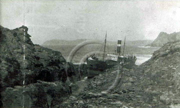 Betsy Anna wreck at Gull Rock, Prawle Point August 1926