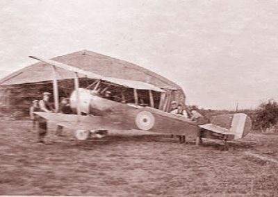 East Prawle Airfield - Sopwith 1 1/2 strutters in front of hanger with crew WWI