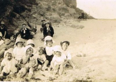 Sunday School People on beach - Horsley almost certainly; Freddy Partridge with handkerchief on head. Bob Partridge with fingers in mouth, 1925-1926