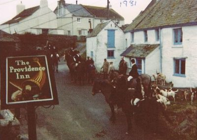 Hunt meeting outside the Providence Inn, January 1981
