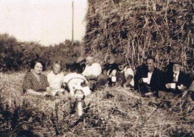 Drinkings Coolings Farm Blanch Partridge, Maureen Putt, Harold Hannaford, George Rundle, Jack Hannaford, Bob Partridge, Ern Putt, Ron Putt, 1946
