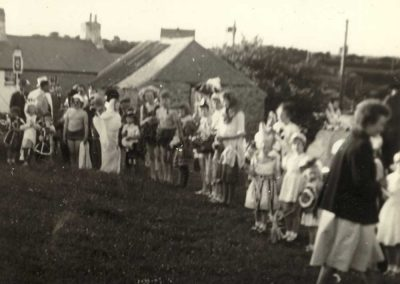 Coronation , Pigs Nose pub in the background 1953