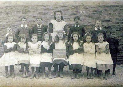 Good attenders scholars group 1908, names needed
