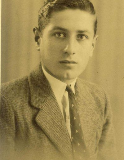 Rosslyn Putt (brother to Pat Farleigh post mistress) 1937