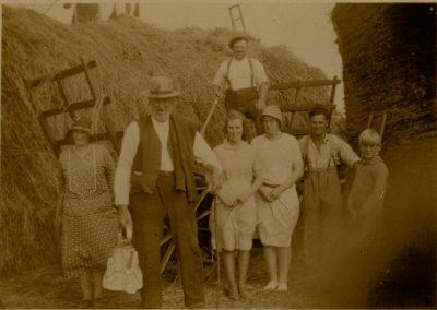 Left Emily Partridge (nee Philips), Bob Phillips, Margaret Partridge, Ernest Tucker on wagon, Dorothy Partridge, Tommy Tucker, Ronald Putt? early 1930s