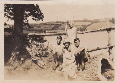 Bloomfields , Norman,Mary Ann Phillips, Vera Ellen and Richard. Teign Estuary circa 1932-33